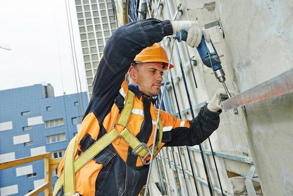 Installer of facade metal structures